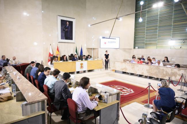 Los concejales de Almería se 'amontonan' en la derecha