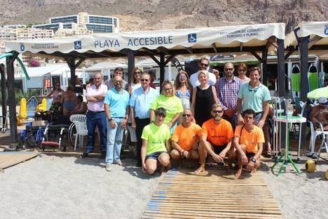 El Ayuntamiento de Roquetas homenajea a los voluntarios del programa de acompañamiento y asistencia en la playa