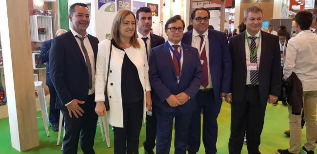 La alcaldesa de Níjar muestra su total apoyo a la agricultura en Fruit Attraction