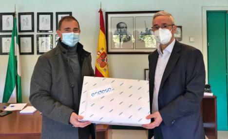 Endesa y la Junta entregan 440 portátiles contra la brecha digital