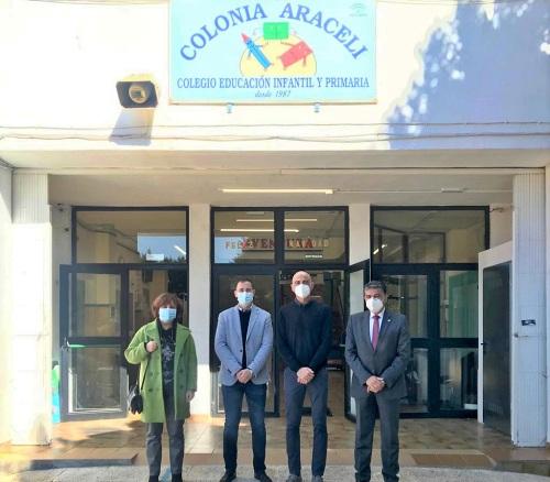 El delegado de Educación visita el CEIP Colonia Araceli, pionero en energía adiabática