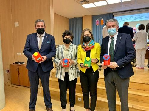 30 niños de Guadalinfo hacen portasueros 3D para menores del Hospital La Inmaculada