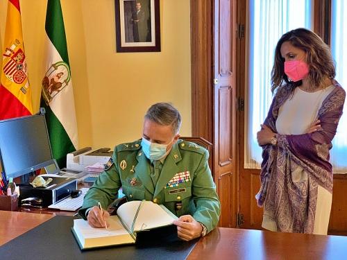 Torregrosa agradece al general Llago su labor al frente de la Base de La Legión en Almería
