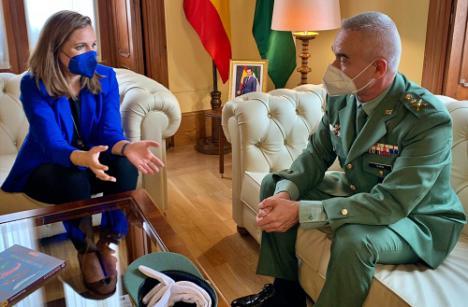 La delegada del Gobierno andaluz recibe al general de la Brileg en Almería