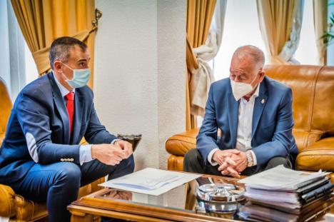 Junta y Ayuntamiento planifican los centros educativos en Roquetas de Mar