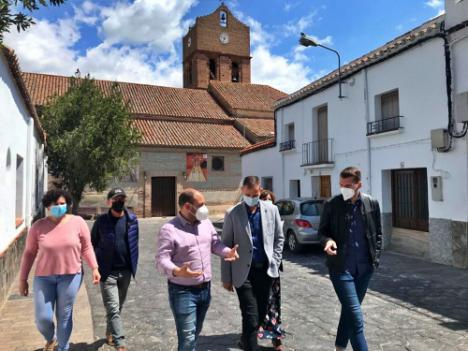El delegado de Educación se reúne con los alcaldes de Fuente Victoria y Fondón