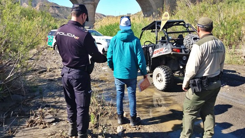 5 denunciados por circular en vehículos a motor por espacios protegidos de Gérgal y Tabernas