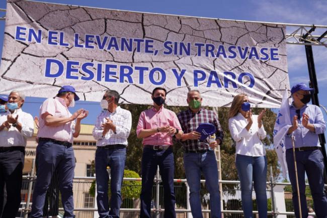 La delegada del Gobierno andaluz en Almería apoya a los Regantes