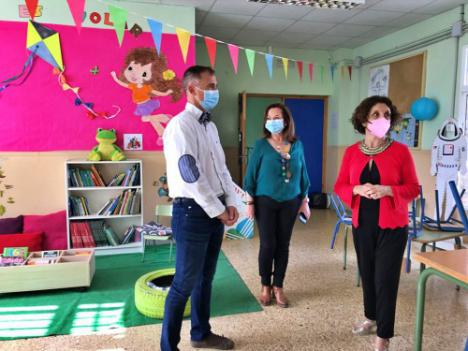 El delegado de Educación visita el CEIP Ave M.ª del Diezmo del Programa de Refuerzo en periodo estival