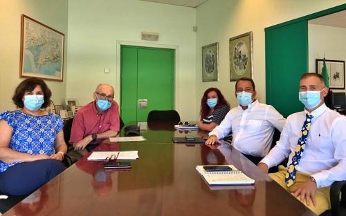 Reunión del delegado de Educación con el director del IES Juan Rubio Ortiz y RRHH de Cosentino