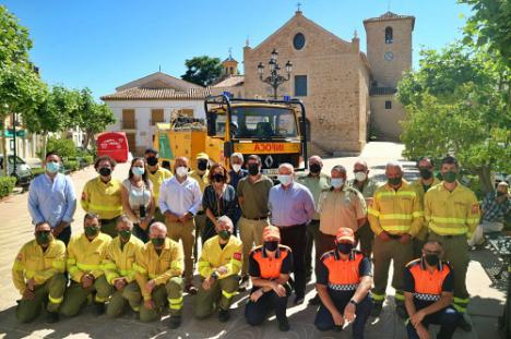 La Junta entrega un vehículo contra incendios al Ayuntamiento de María