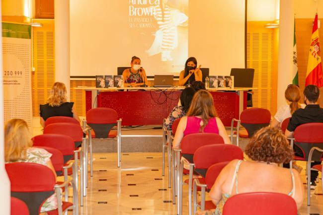 El IAM acoge la presentación del libro 'Andrea Brown. El pasado y sus cadenas'