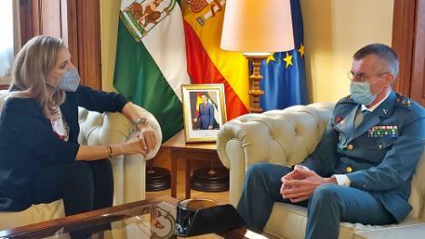 El Gobierno andaluz al nuevo general de la Guardia Civil en Almería