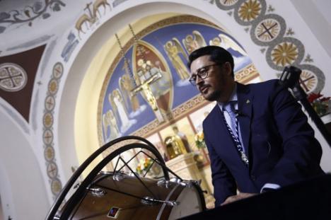 Manolo Guzmán pregona la Semana Santa de Jesús de las Penas y la Estrella de Regiones