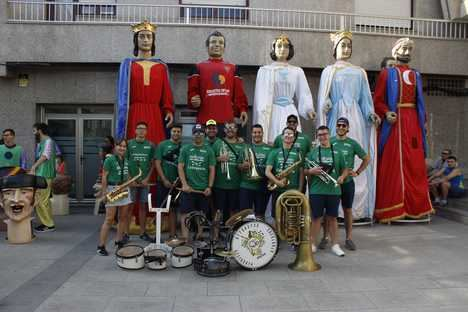 Tradicional pasacalles de Gigantes y Cabezudos en Roquetas