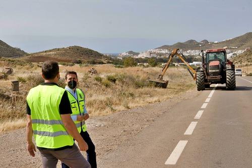 Operativo especial de limpieza de carreteras costeras de Diputación para verano