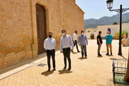 Diputación acondiciona el entorno de la Iglesia de Turre