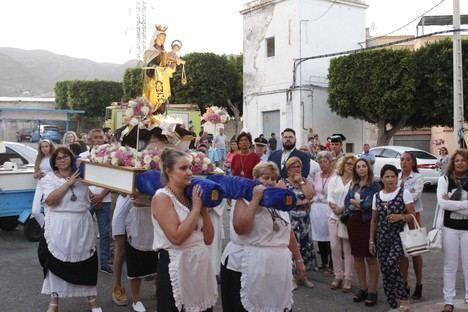 Las 80 viviendas rinden honor a la patrona de los marineros
