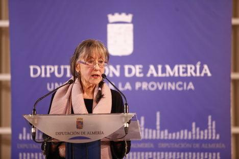 El IEA editará una Antología Poética de la escritora Pilar Quirosa