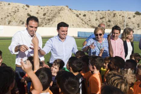 Diputación y Antas visitan el nuevo Campo de Fútbol de Césped Artificial