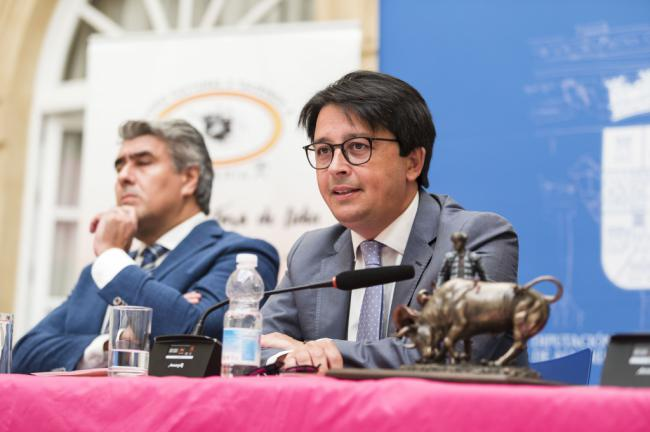 Alfonso Santiago Loro revindica la libertad del aficionado en el Pregón del Toro de Lidia