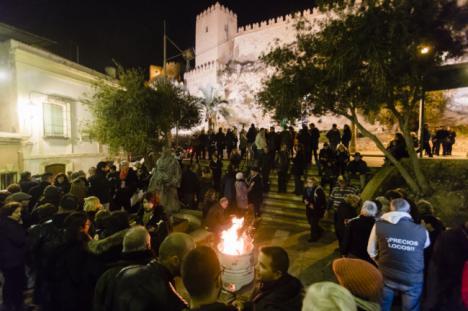 Hogueras de San Antón en la ladera de la Alcazaba
