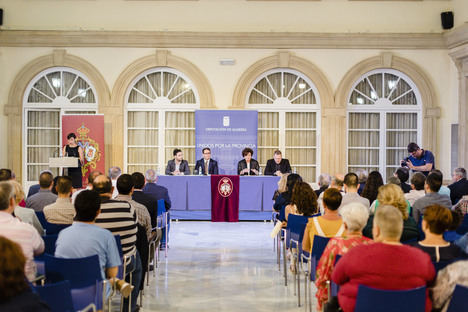 El Patio de Luces de la Diputación acoge la puesta de largo de la revista 'Almería Cofrade'
