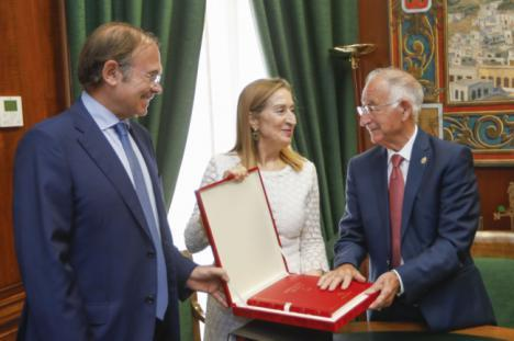 Pastor y García Escudero visitan la Diputación de Almería