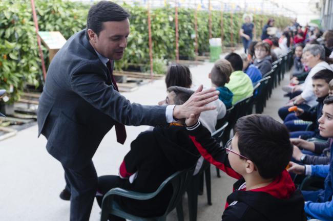 Diputación acerca a escolares la agricultura con 'Interioridades de un Mar de Plástico'
