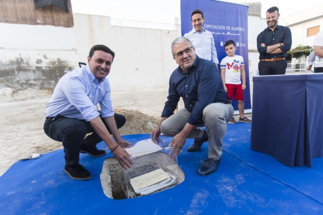 Diputación coloca la primera piedra del futuro Espacio Escénico de Fines
