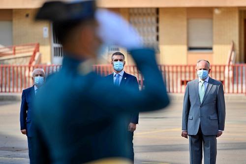 El alcalde muestra su reconocimiento a la Guardia Civil en el 12-O