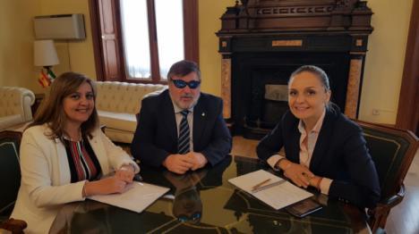 La ONCE pide a la delegada de la Junta que refuerce la lucha contra el juego ilegal