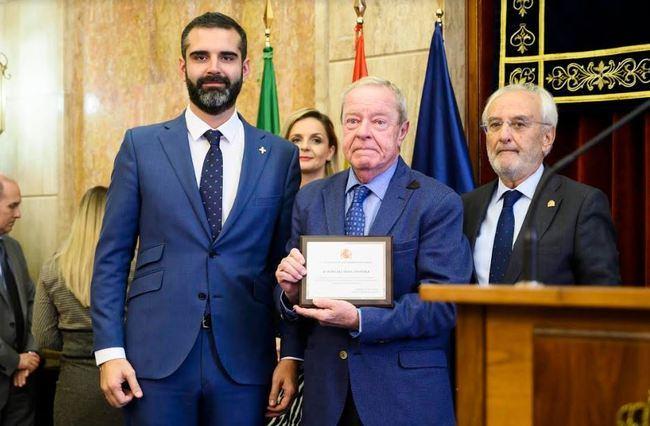 El alcalde entre al prémio póstumo a Mar Cano en el Día de la Constitución