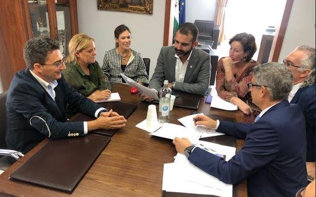Alcalde y gerente de Torrecárdenas coordinan el embellecimiento del entorno del Materno Infantil