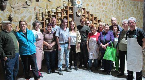 Cursos y talleres de alfarería tradicional veratense y de indumentaria histórica