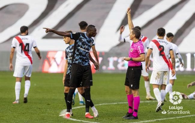 0-1: El Almería se mete en la zona del play-off de ascenso en Vallecas