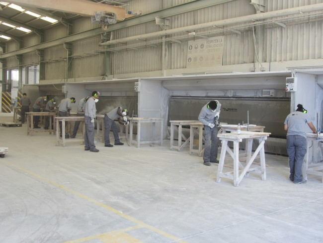 Prácticas laborales del curso de operaciones auxiliares en plantas de piedra de la Escuela del Mármol