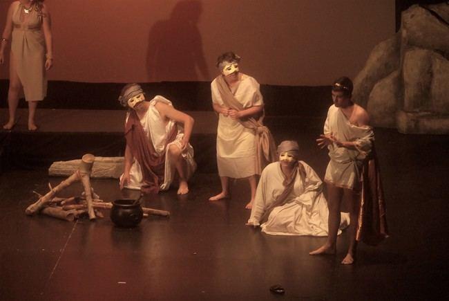 Alumnos de la Escuela Municipal de Teatro de Roquetas interpretan 'Lisístrata'