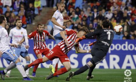 1-2: El Almería marca diferencias en La Romareda
