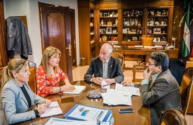 Amat pide al Gobierno de Sánchez que no discrimine a Roquetas