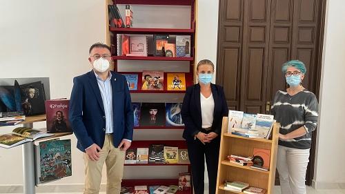 Berja amplía los fondos de la Biblioteca con libros adquiridos en papelerías locales