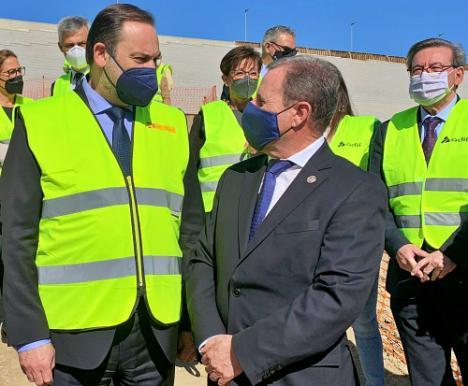 El presidente de la Cámara pide al ministro Ábalos acelerar el AVE a Almería