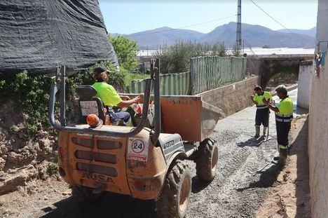 Avanzan las obras de pavimentación de caminos rurales en Berja