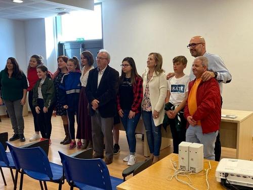 El Consejo De La Infancia Y Adolescencia De Vícar ntrega a ASOAL su recaudación solidaria
