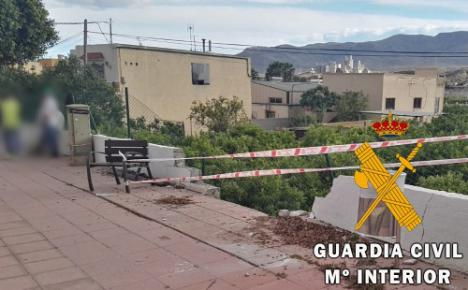 Se precipita con el coche por un puente de cuatro metros en Rioja