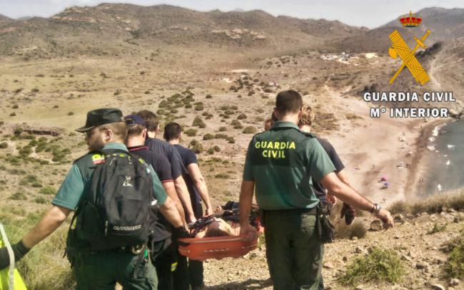 Auxiliada una senderista inconsciente tras un desvanecimiento en la Cala Media Luna de San José