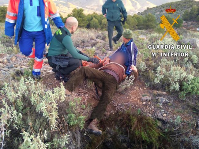 Rescatan a un cazador que cayó a un pozo abandonado sin asegurar