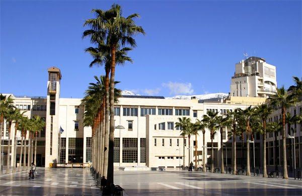 El Ayuntamiento de El Ejido habilita la puerta desde la Plaza Mayor como acceso principal