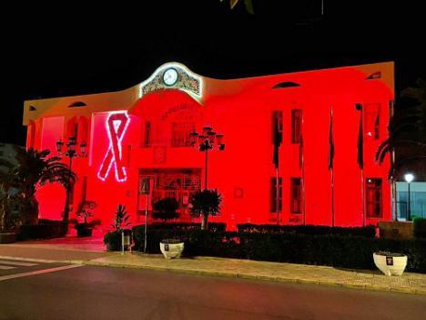 Vícar Se Tiñe De Rojo Para Apoyar A Los Afectados De Esclerósis Múltiple