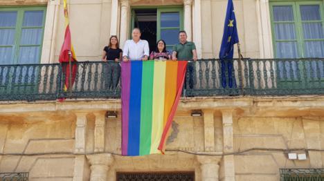 Cuevas con la comunidad LGTBI